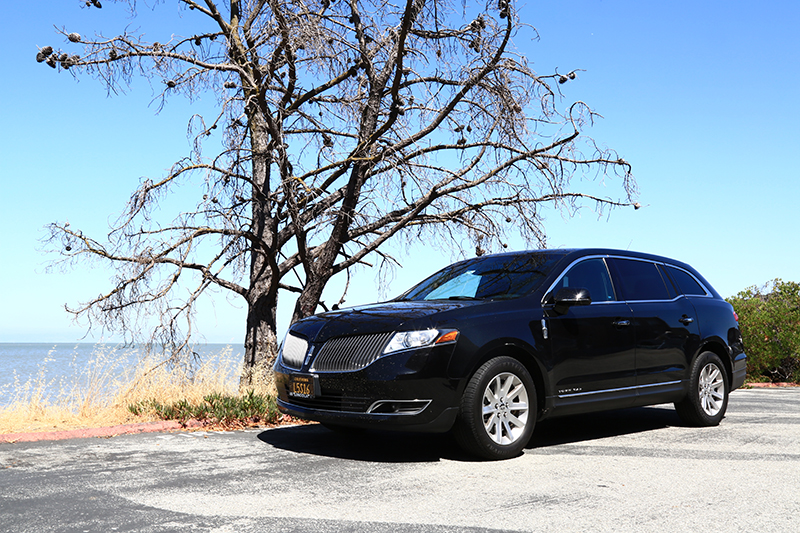 Hire a Luxury Lincoln MKT Which Seats Up to 3 Passengers & Have Spacious Luggage Room