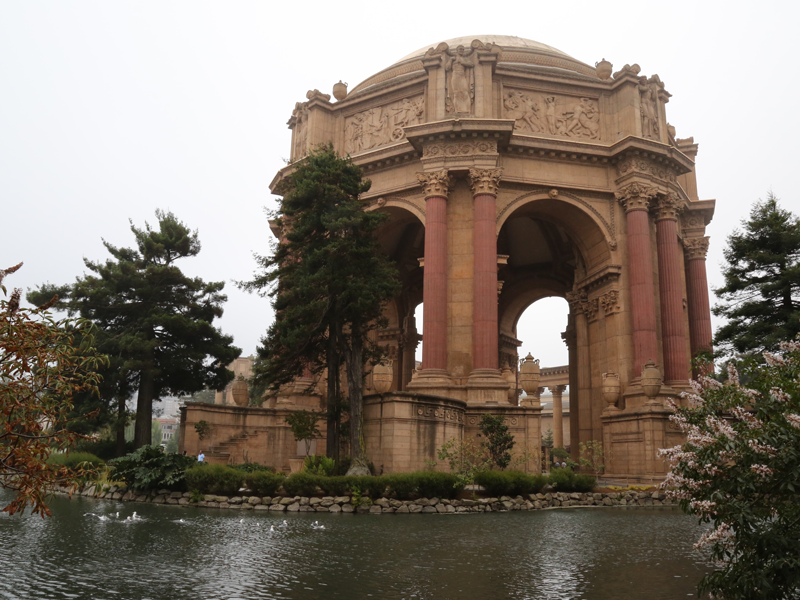 Explore the Beautiful Palace of Fine Arts in a Luxury Limousine